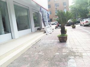 沿街装修 须设围挡高清图片