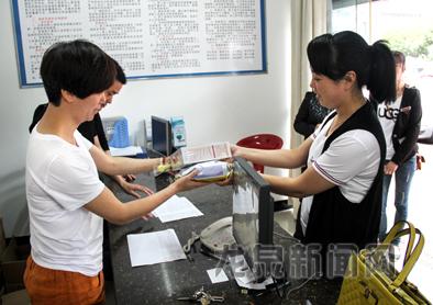 """市总工会组织""""六一""""困难职工子女慰问活动"""