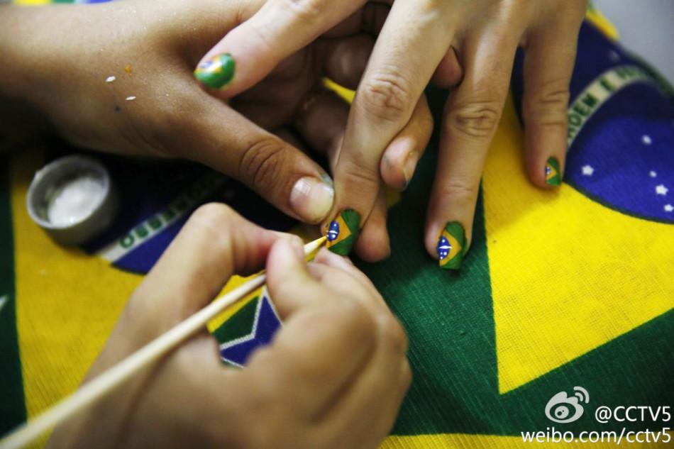指尖上的世界杯 美女球迷专属美甲大搜罗 的世