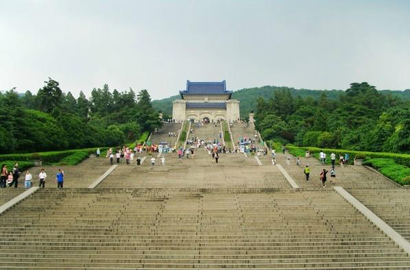 上海 孙文/中山陵~~~站在上面特别壮观!孙文先生的墓地在此。