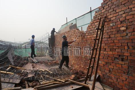 3处违法超层建筑被拆除