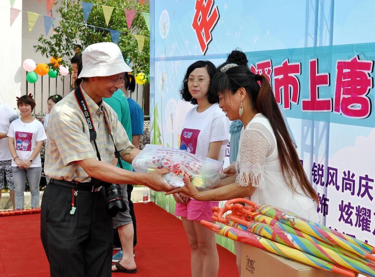 兰溪志愿者给农村孩子送去迟到的六一祝福