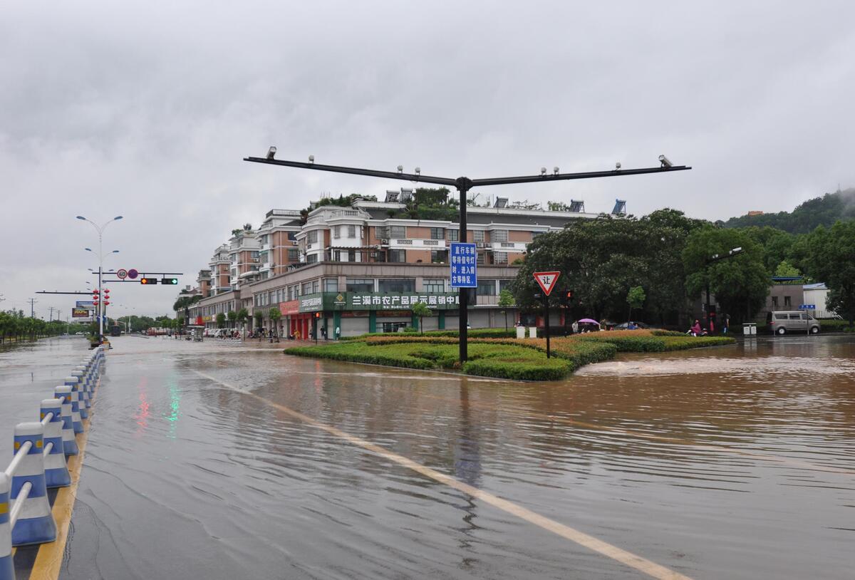 兰溪兰江水位超危急水位68厘米 内涝严重市民出行受阻