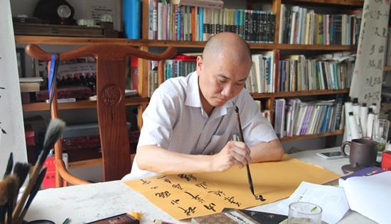 朱海峰:心系故土,致力于研究瓯越文化