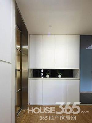 普通家庭装修效果图:入口玄关处的白色橱柜是开门即见的风景,能够高清图片