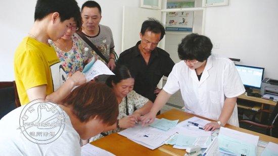 段日子,市疾控中心积极组织为企业职工进行职业健康体检.图为该