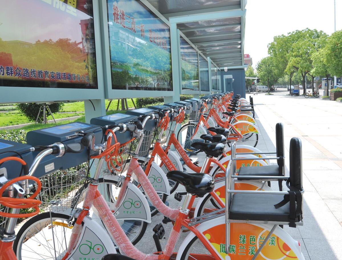 兰溪首批100辆亲子自行车亮相租车点