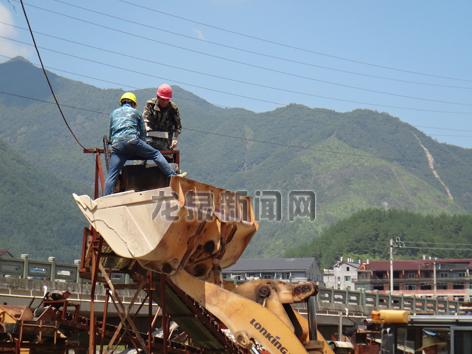 安仁镇拆除一处大型露天沙场
