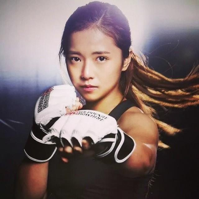 韩国第一格斗美女出道战 暴打日本悍女取TKO
