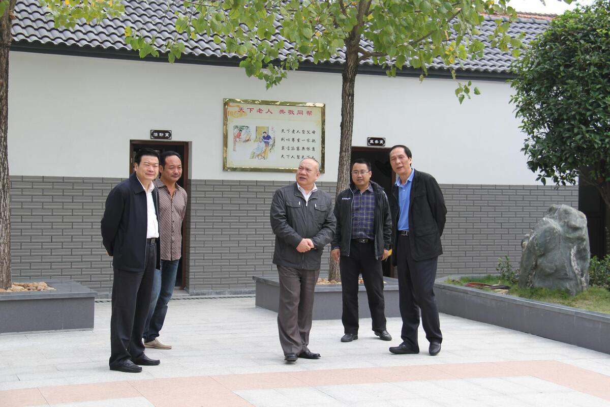 省人大常委会副主任程渭山视察居家养老服务照料中心