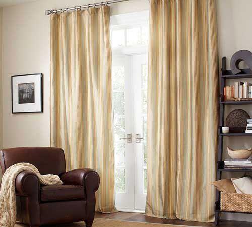 客厅窗帘效果图欣赏:图案采用丝绸制作,充满平滑质感,样式采用