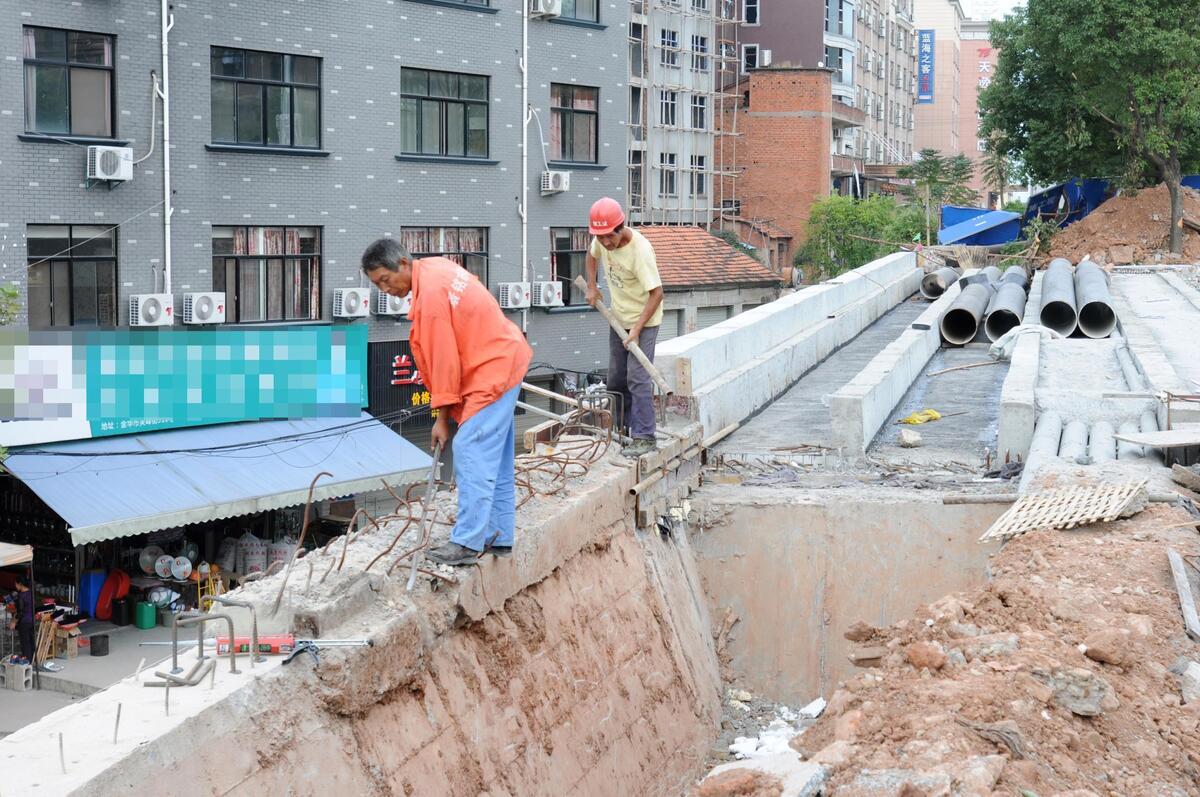 芙峰街立交桥主体施工完成 月底有望通车