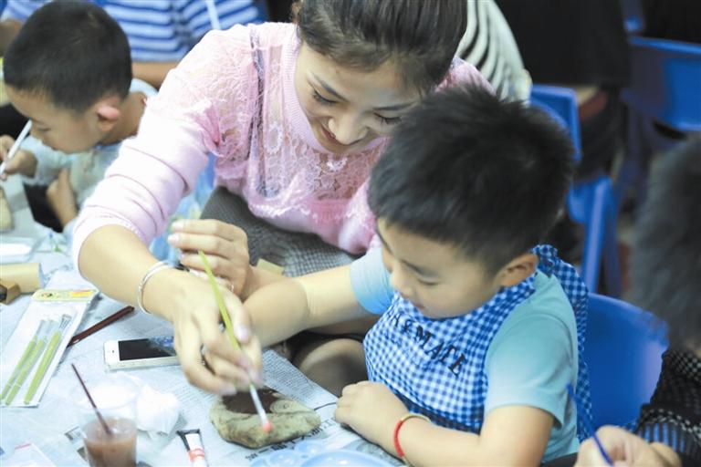 壶山幼儿园举行创意美工亲子活动图片