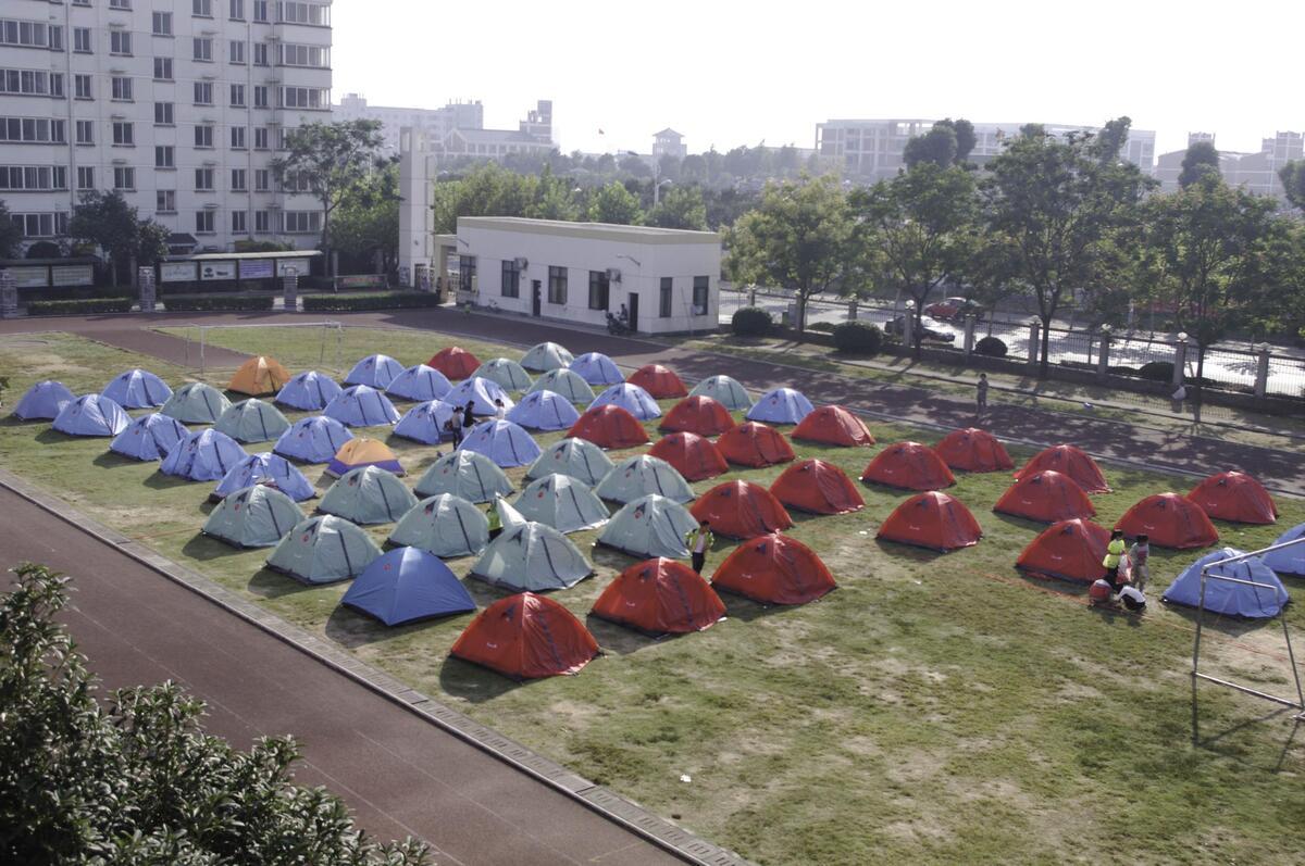 将技能融进生活——柳湖小学师生共搭帐篷露营