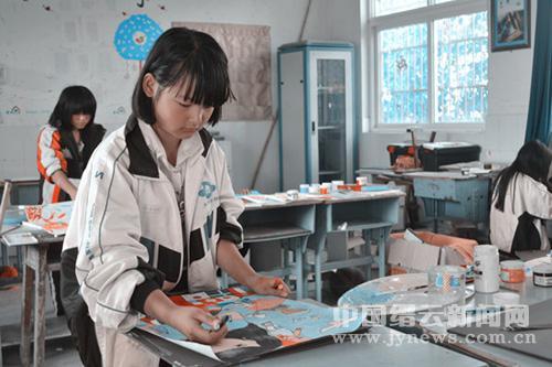 大洋学校7幅作品参加和平海报绘画大赛