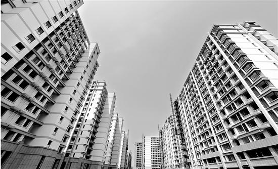 蒋村公租房项目由7幢15层米黄色的高层组成。目前,7幢高楼已经全部结顶,项目正进入内部装修和市政建设阶段。
