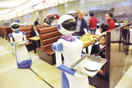 宁波一餐厅 现机器人送餐服务