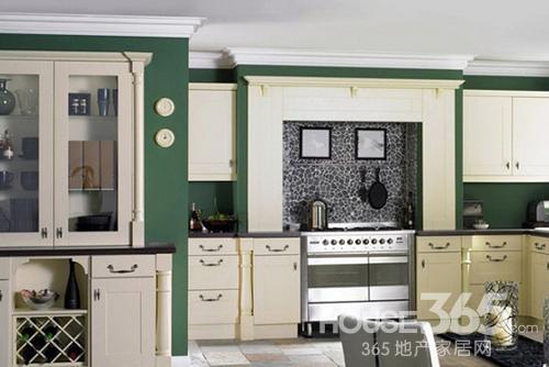 欧式厨房装修效果图:带着清新田园气息的欧式风格厨房装修,