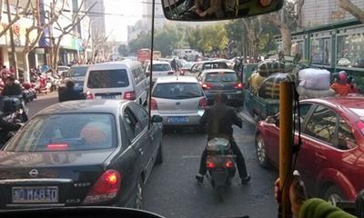 网友拍摄的我市交通乱像