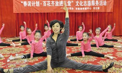 """""""激情小舞蹈""""舞蹈学教活动走进南街村"""