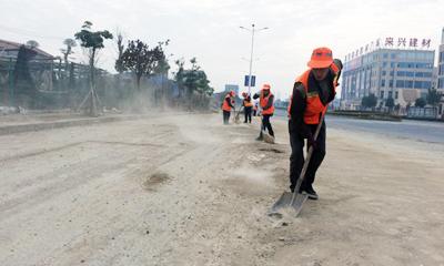市环卫处清扫路面泥沙