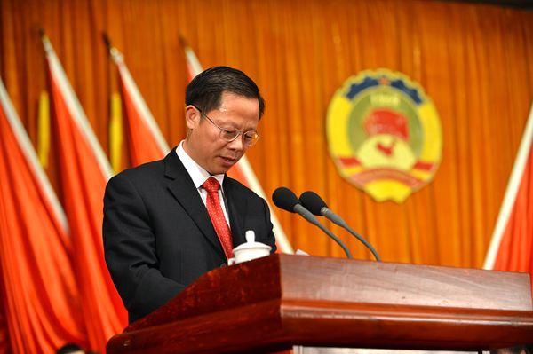 政协副主席李香富作政协常委会提案工作报告