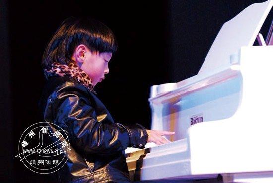 """我市钢琴""""萌娃""""与钢琴大师郎朗同台演出"""