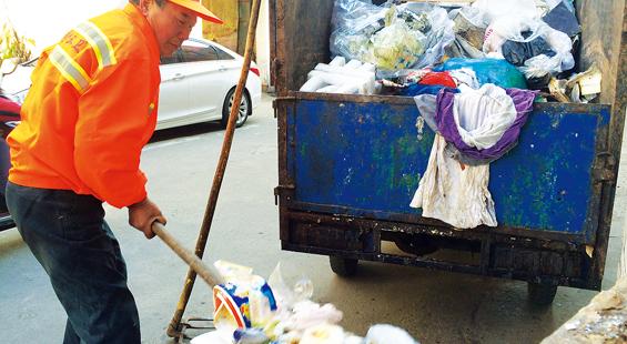 垃圾清运工张樟兴:珍惜做垃圾清运工的每一天
