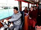 环保游览船现身拉萨河