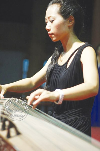 古筝老师:琴声铮铮奏天籁