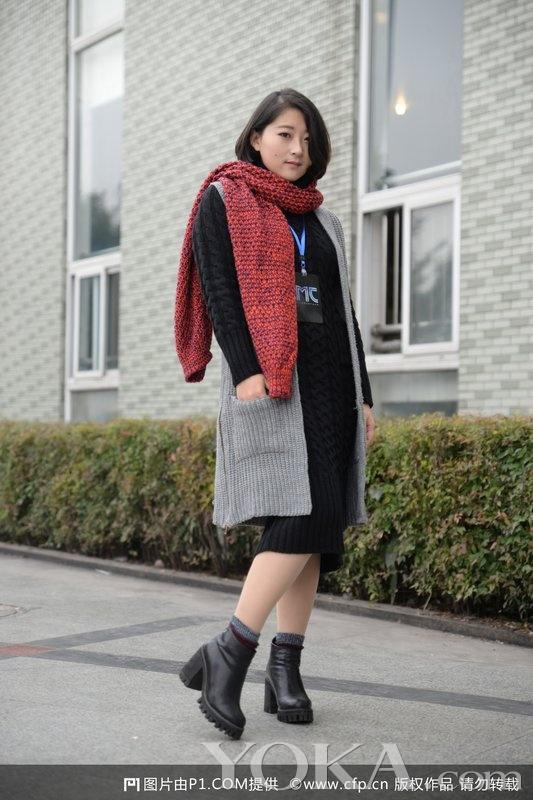 街拍窥拍抄底真空:裙子那么短,内裤那么小,屁股那么大,在商场里面