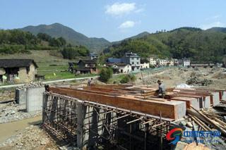 安隆村村民自发筹资建桥