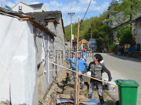 查田镇全面铺开墙体立面改造工程