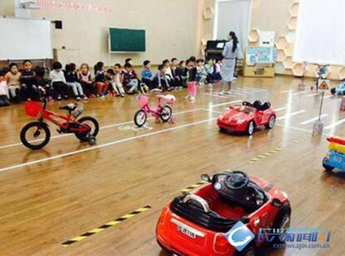 县机关幼儿园反思交通安全开展日活动(图)留言条的说课稿图片