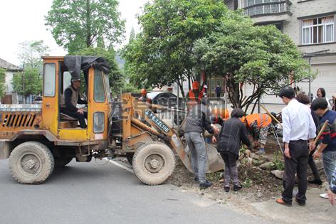 龙渊街道全面完成市区至白墓段沿线整治工作
