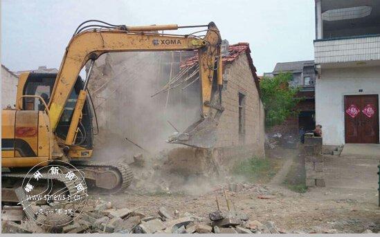 甘霖镇拆除一废弃加工厂