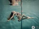 唯美水下钢管舞 性感与梦幻相映成色