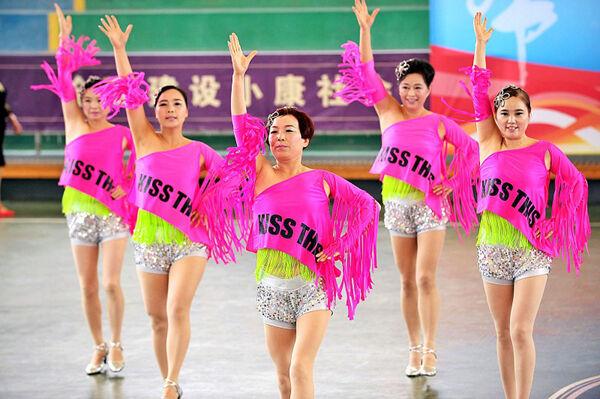 老年运动会排舞PK赛
