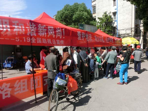 杨家门社区开展第三网格组团式便民服务活动