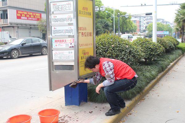 凤鸣社区组织党员义工开展环境卫生大整治活动