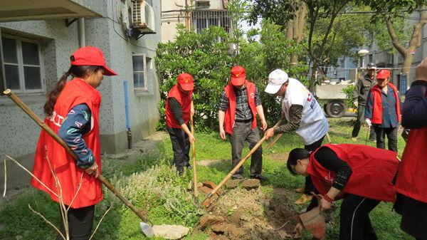 九曲社区组织开展环境卫生整治活动