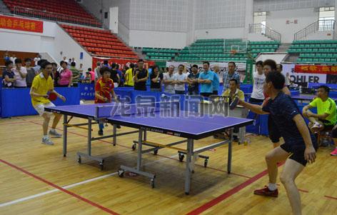 市职工运动会乒乓球赛精彩上演