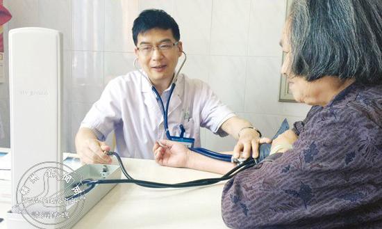 社区责任医生张绍军:为农村病人改变作息时间