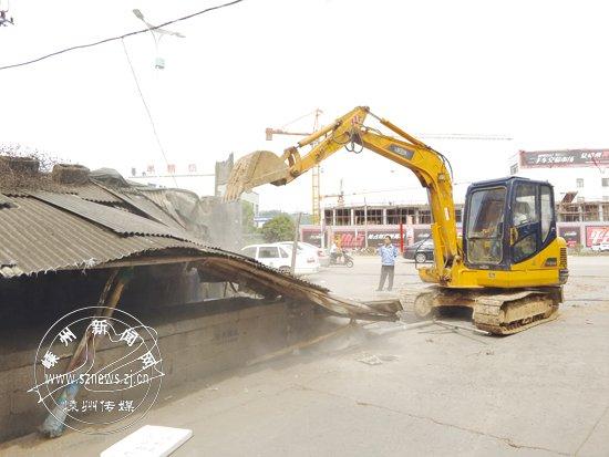 城南新区拆除剡兴路沿线10余处违法建设