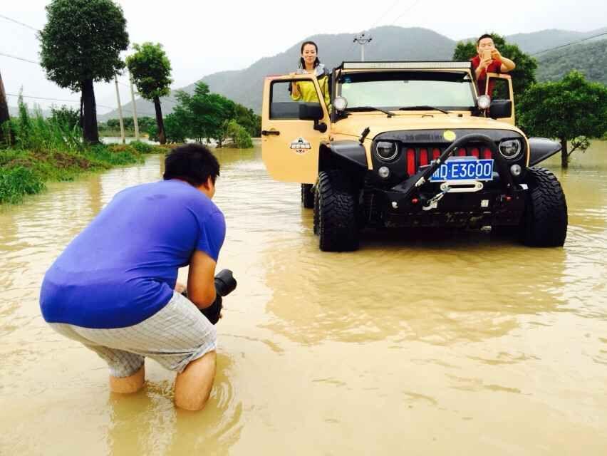 �水采访爱心越野车队