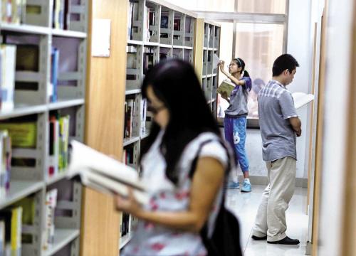 """图书馆里""""淘知识"""""""
