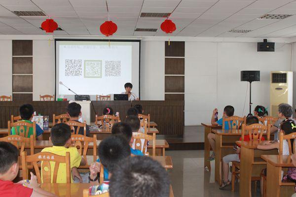 振东社区暑期教育开展《预防青少年网络陷阱和引发的犯罪》知识讲座