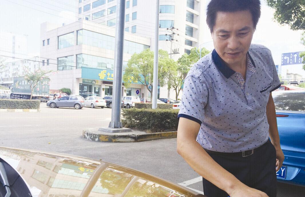 出租车驾驶员赵小贤:在路上,平凡做好事