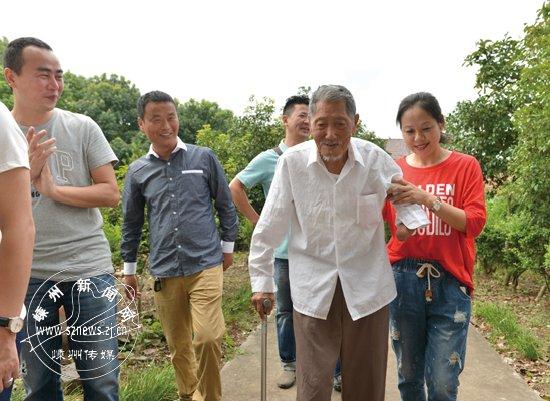 嵊州传媒爱心公社组织爱心人士看望抗战老兵