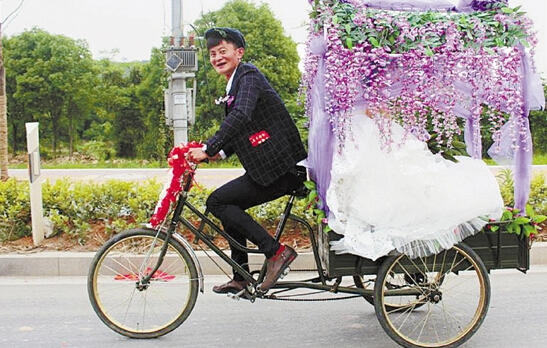 自行车婚礼.高清图片